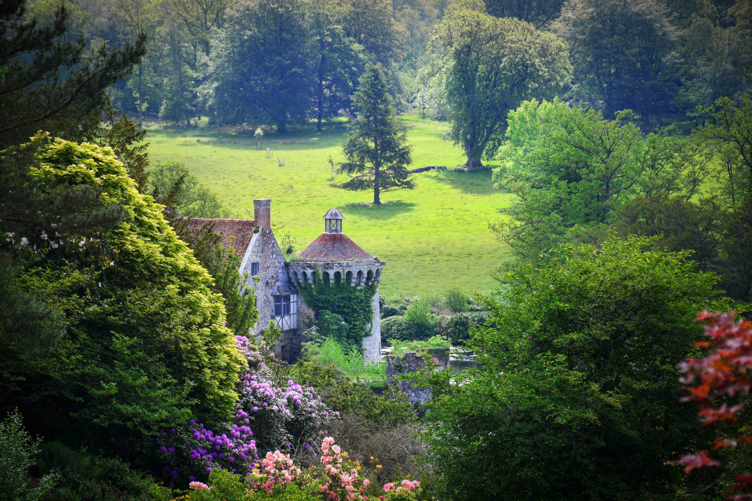 Scotney Castle © French Moments