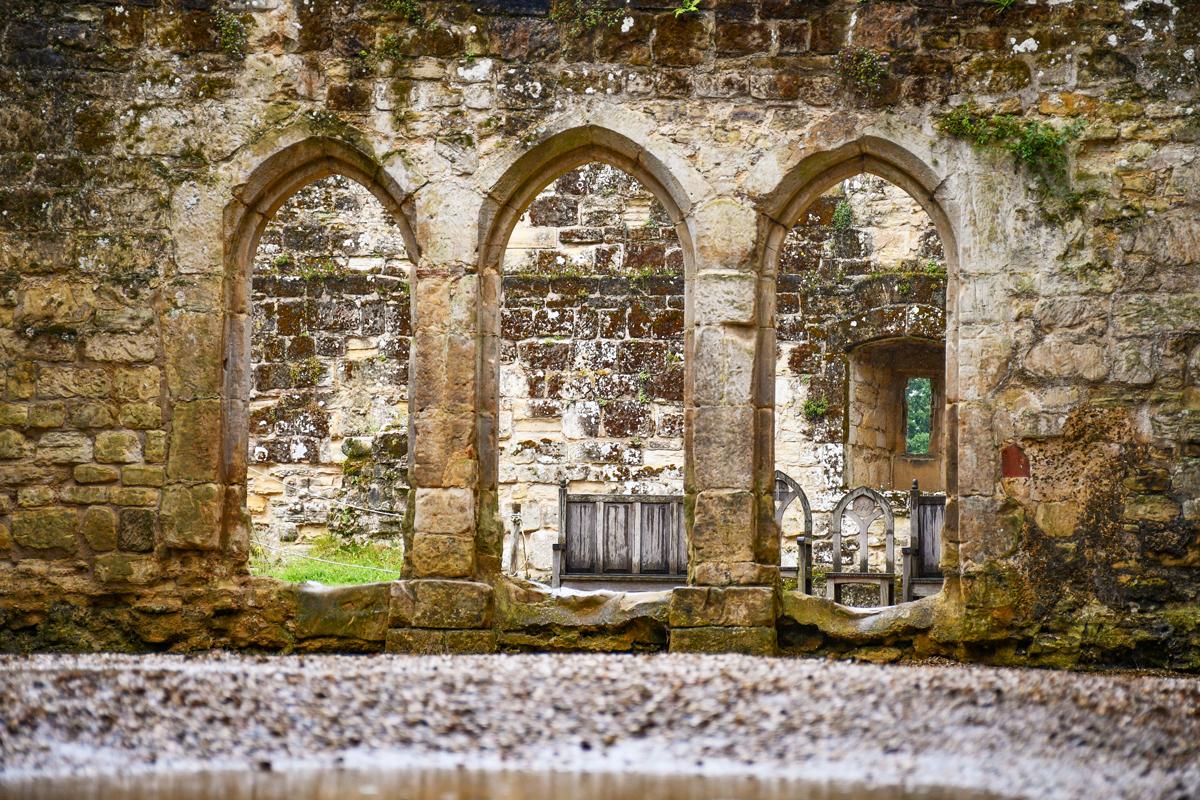 Les arches du couloir de Bodiam © French Moments
