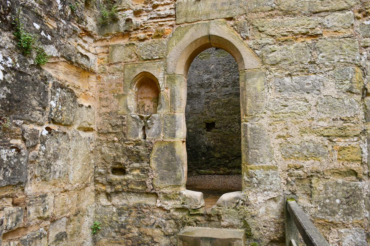 La sacristie du château de Bodiam © French Moments