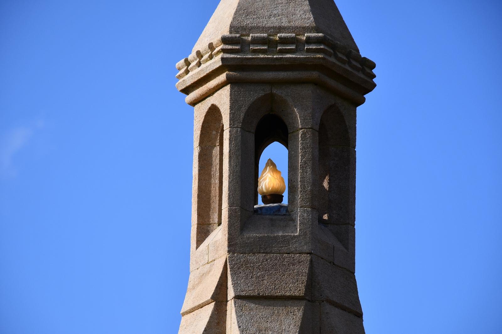 Monument aux morts de Burwash © French Moments